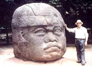 Zecharia-Sitchin-w-Olmec-Head-Statue